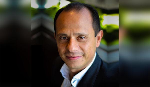 El Presidente con actitud de avestruz:Christián Gutiérrez.