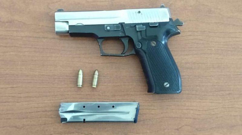 pistola nueve milímetros con dos balas y un cargador