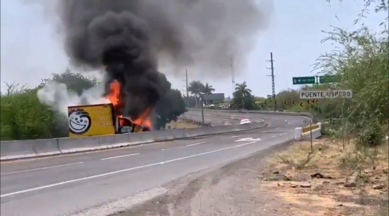 Quema de vehículos en Apatzingán