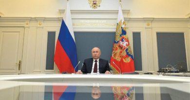 Vladimir Putin premia a creadores de la vacuna Sputnik V